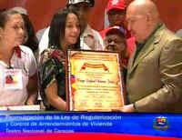 Chavez no era un presidente allí lejano, era un compañero del movimiento popular que llego al poder, era uno de los nuestros: Y VIVE!